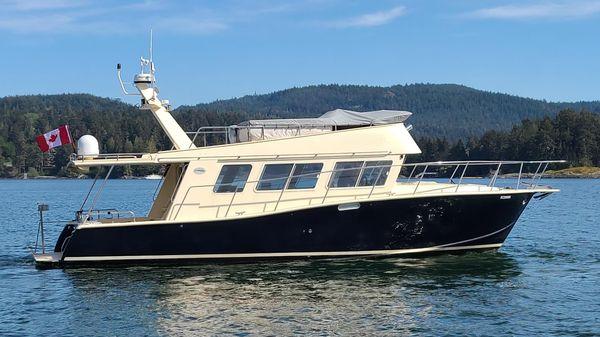 Coastal Craft Sedan Flybridge