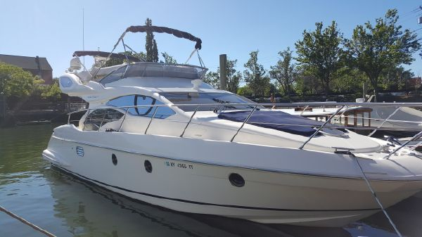 Azimut 43 FLYBRIDGE Starboard Bow