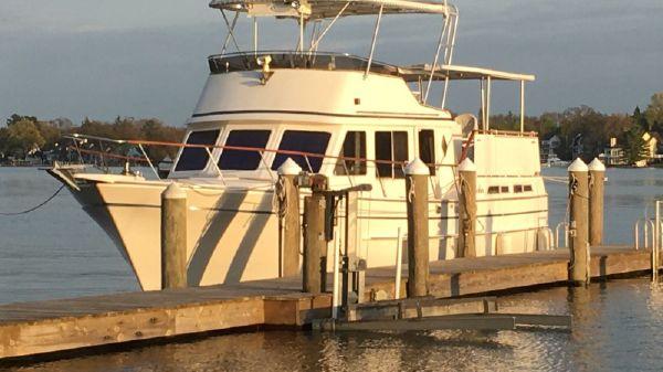 Ricker 42 Sundeck Motor Yacht