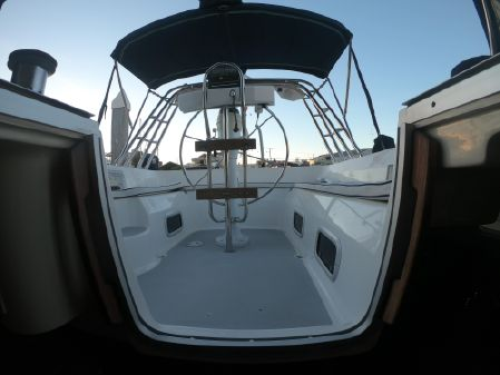 Hunter 42 Passage image