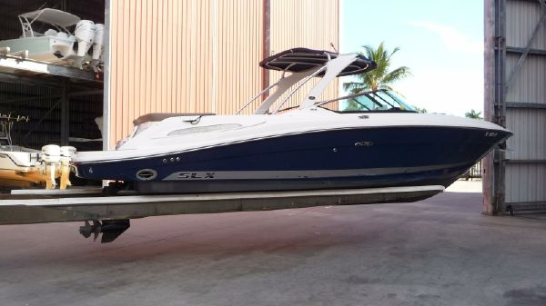 Sea Ray 270 SLX Exterior