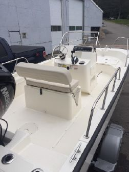 Boston Whaler 170 Montauk image