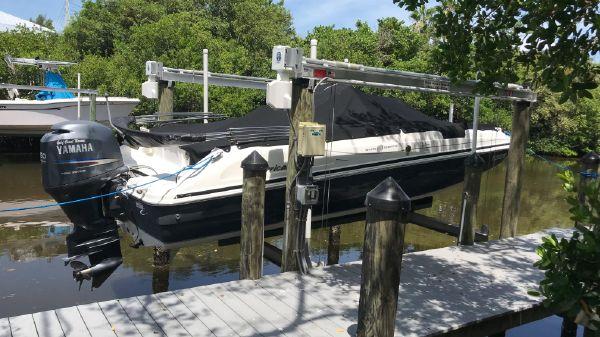 Hurricane 211 Fun Deck