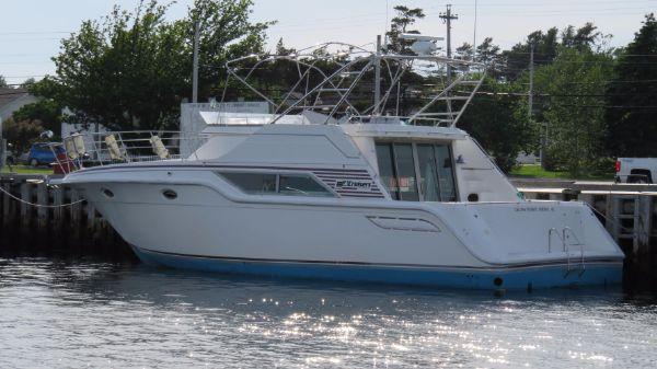 Cruisers Yachts 4280 Express Bridge