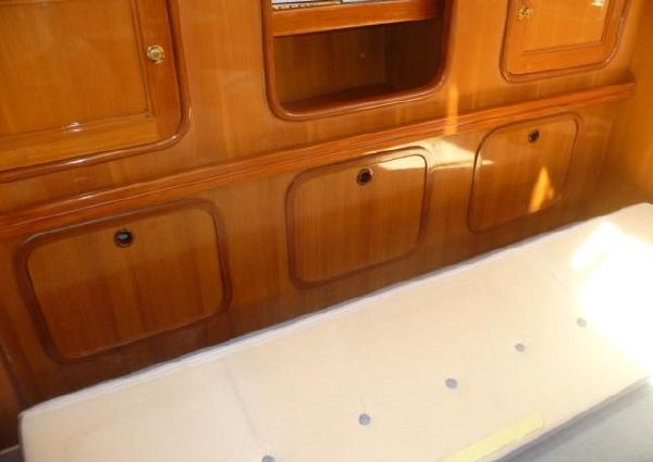 Tayana Deck Salon image