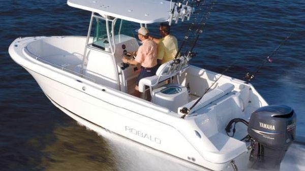 Robalo R220 Center Console Manufacturer Provided Image