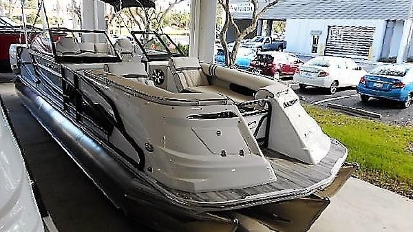 Crest Continental 270 NX-L Twin Engine Pontoon Boat