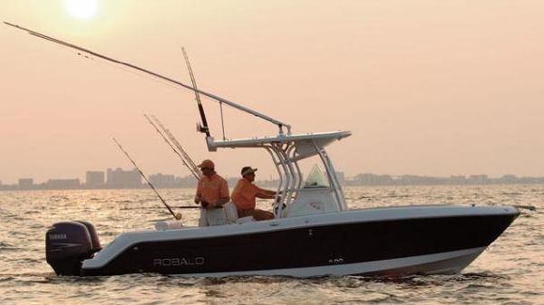 Robalo R240 Center Console Manufacturer Provided Image