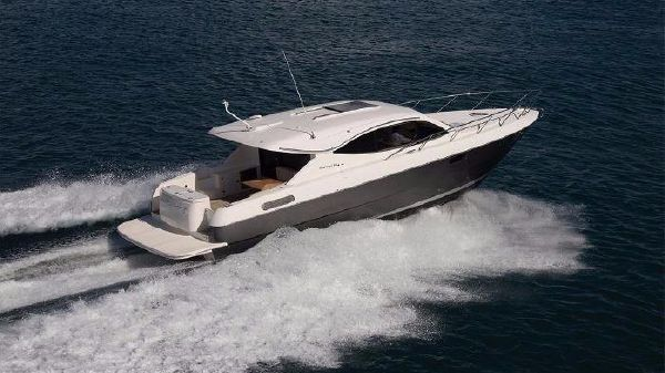 Maritimo Yachts S43 Starboard Side