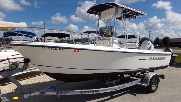 Sea Hunt 200 Triton