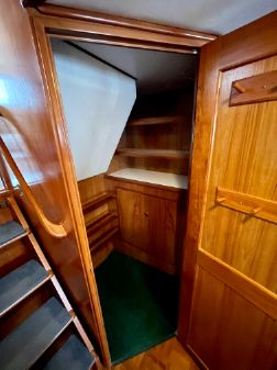 DeFever Double Cabin image