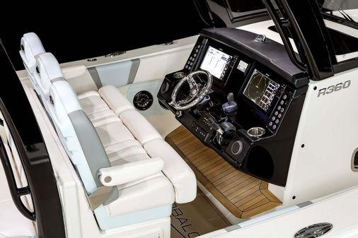 Robalo R360 Center Console image