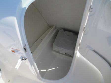 Robalo R207 Dual Console image