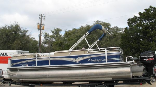 Sun Tracker Party Barge 254 XP3