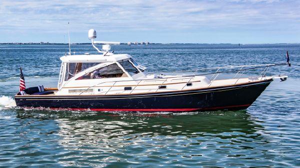 Hinckley Little Harbor WhisperJet This 2003 40' Hinckley Little Harbor WhisperJet for sale - SYS Yacht Sales