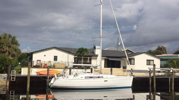 Beneteau OC 37 Starboard profile