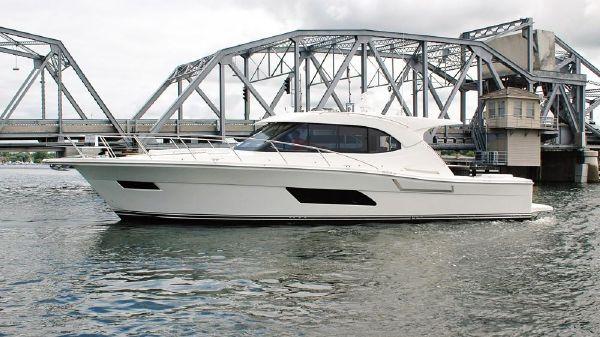 Riviera 445 SUV Profile