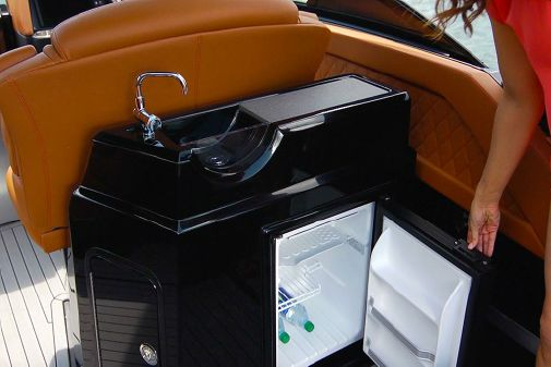 Cruisers Yachts 338 Outboard image