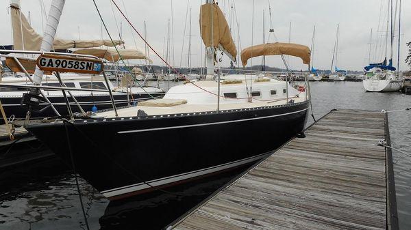 Tartan 28 Port Side View @ Dock