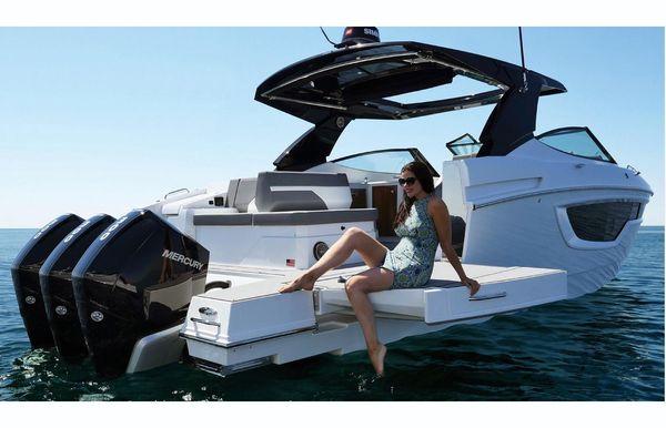 2020 Cruisers Yachts 38 GLS