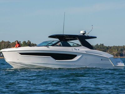 2020 Cruisers Yachts<span>38 GLS</span>