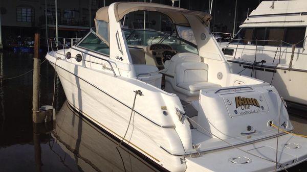 Sea Ray 290 Sundancer At Dock