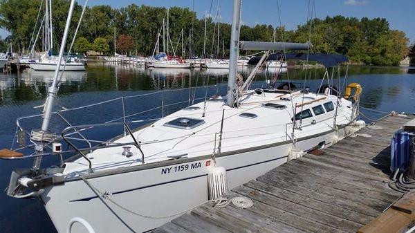Jeanneau Sun Odyssey 40.3 At dock
