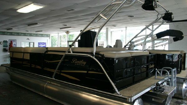 Bentley Pontoons 243 Tritoon
