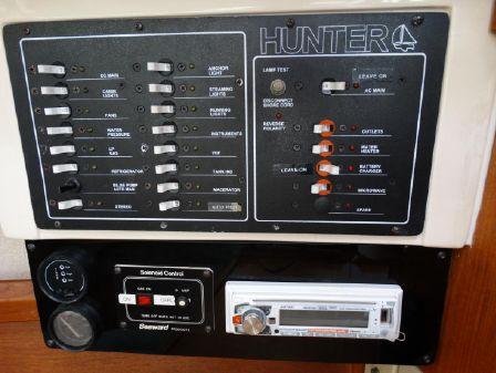 Hunter 33 image