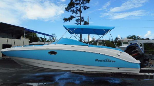 NauticStar 243 DC Sport Deck Boat