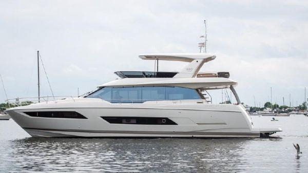 Prestige 680 Motor Yacht
