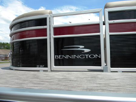Bennington 25SSRXP image