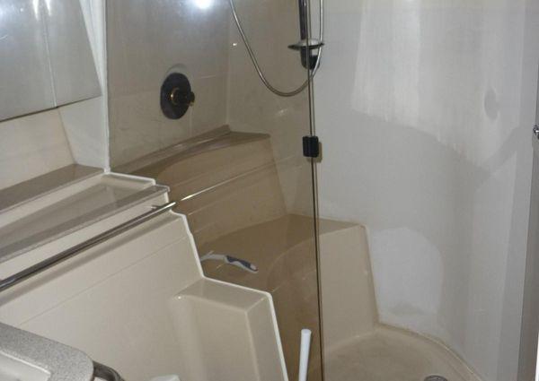 Cruisers Yachts 4270 image