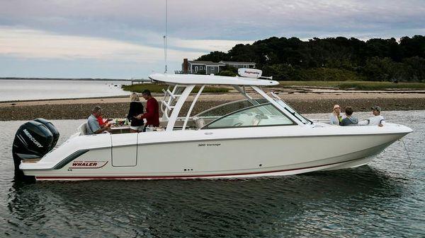 Boston Whaler 320 Vantage
