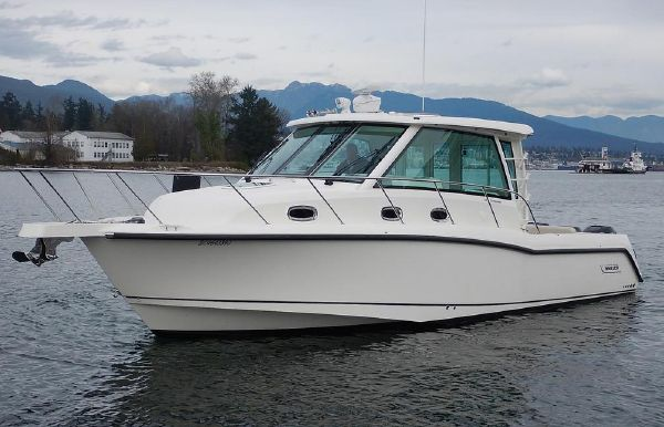 2018 Boston Whaler 345 Conquest Pilothouse