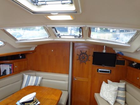 Hunter 44 Deck Salon image