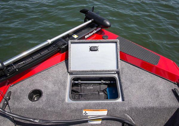 Crestliner 1657 Outlook Stick Steer image