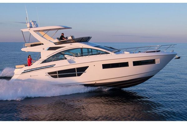 Cruisers Yachts 60 Fly - main image