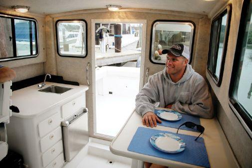 Parker 2530 Extended Sport Cabin image