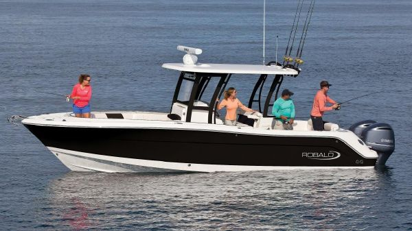 Robalo R302 Center Console Manufacturer Provided Image