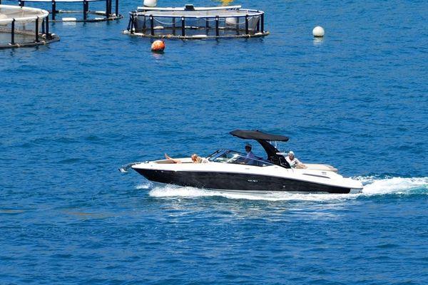 Sea Ray 250 SLX - main image