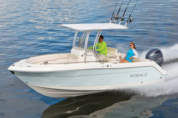 Robalo R222 Center Console - main image