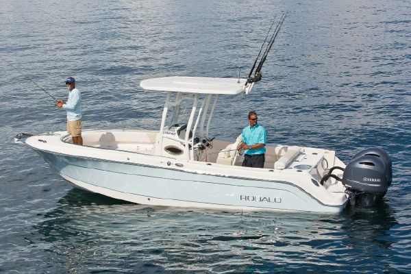 Robalo R242 Center Console - main image