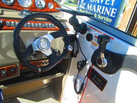Rinker 290 Express Cruiser image