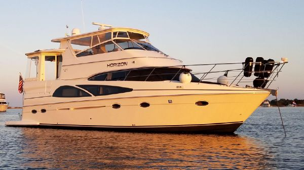 Carver 466 Hard Top Motor Yacht
