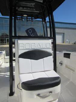 Robalo R222 Center Console image
