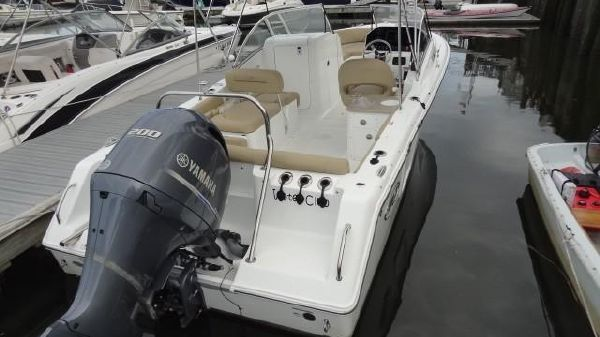 Sea Hunt 235 Escape Dual Console