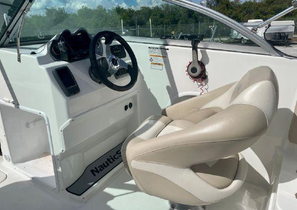 NauticStar 223DC Sport Deck image
