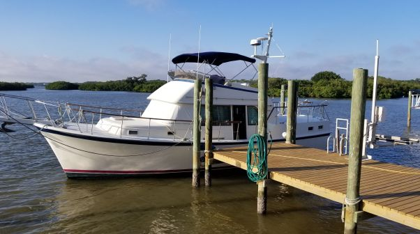 Hatteras Long Range Cruiser