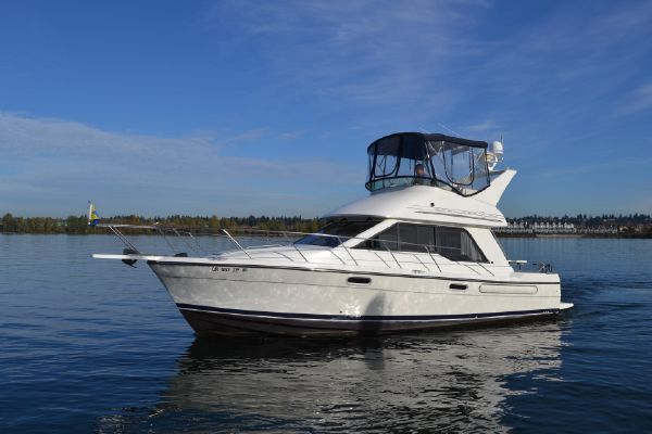 Bayliner 3388 Command Bridge Motoryacht - main image